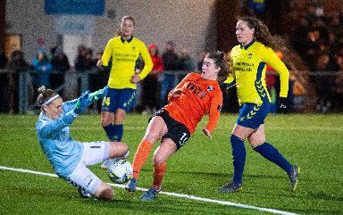 Near miss: Clare Shine with a chance for Glasgow City.