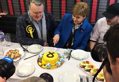 Sturgeon: Election win in Scotland will make indyref2 calls 'irresistible'.
