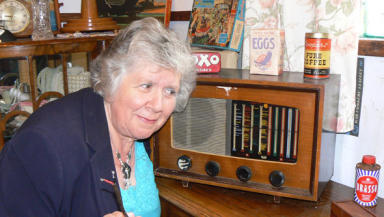 Radio mystery: The Pye wireless with Marie Paton whose father owned it