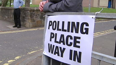 Elections: What's it like voting between two countries?