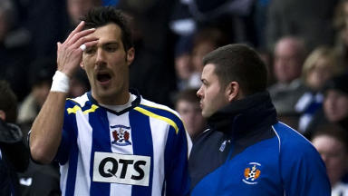 Kilmarnock's Manuel Pascali (centre) is sent off after his challenge on Nigel Hasselbaink.