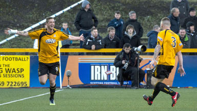 Calum Elliot scored Alloa's second goal in the 3-0 win over Dunfermline.