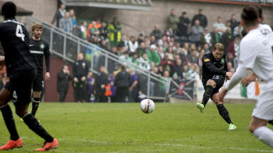 Kris Commons scored in Celtic's 4-0 win over Dundee United.