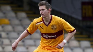 Steven Saunders in action for Motherwell