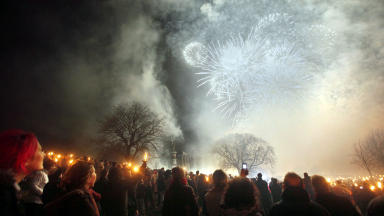 Hogmanay: Thousands gathered to watch the torchlight procession