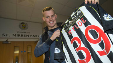 Gregg Wylde has joined St Mirren until the summer of 2015.