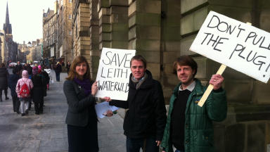 Councillor Alison Johnstone meets with campaigners Johnny Gailey and Chris Askham
