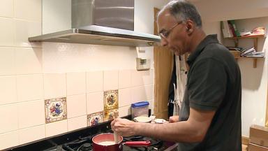 Dr Izhar Khan golden spurtle porridge maker competition winner October 6 2014