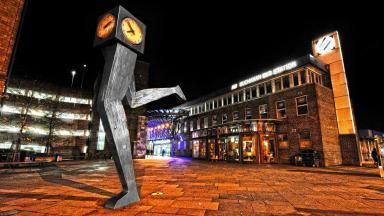 George Wylie's 'Clyde Clock' sculpture by GHA tenant Helen McGarvie.