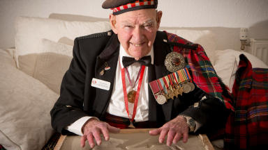 Tom Gilzean getting a cast of his hands taken for the Edinburgh Award. From City of Edinburgh Council.