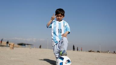 Murtaza Ahmadi wears his new official shirt signed by Lionel Messi