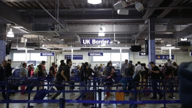 Official figures suggest that 257,000 EU migrants came to Britain last year.