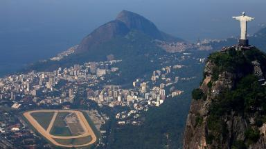The World Health Organization has said postponing the 2016 Rio Olympic Games would not alter the spread of the Zika virus.