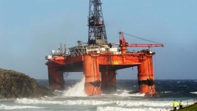 News Now: Oil rig runs aground