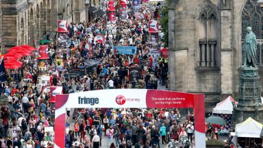 Edinburgh Festival 2016 generic crowd royal mile