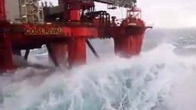 North Sea: Extreme weather hits offshore platforms.