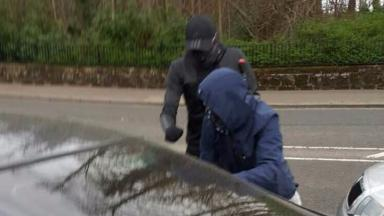 Robbers fleeing armed raid on home in Rouken Glen Road, Giffnock, East Renfrewshire
