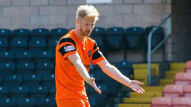 Dundee United get in the sea to prepare for play-offs
