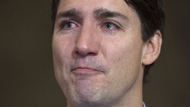 Justin Trudeau pays tearful tribute to singer Gord Downie
