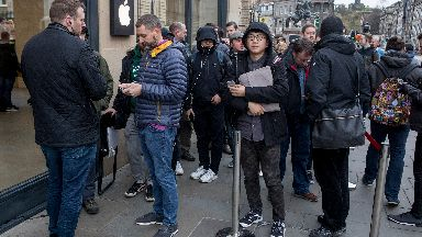 Apple iPhone X queues in Edinburgh, Nov 2017