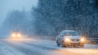 Snow hits Scotland as Storm Caroline disrupts travel. Dec 8 2017