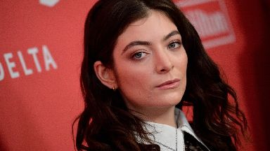 Lorde shared a photo of a tub on Instagram with an unfortunate caption