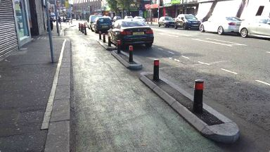 Cycleway delineators similar to those which will be installed in Leith Walk