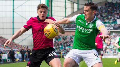 Celtic's James Forrest (left) competes with Hibernian's Paul Hanlon 21/4/18