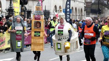 London Marathon runners face hottest race on record