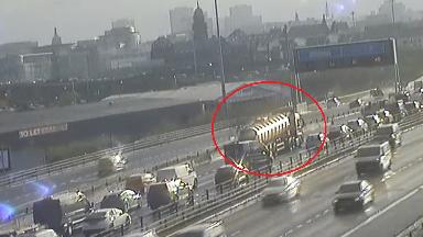 Tanker breakdown causes commuter disruption on M8 near Kingston Bridge. April 25 2018.