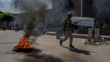 India and Pakistan agree to stop exchanging fire in Kashmir