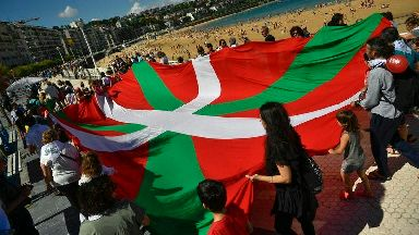 Tens of thousands form 124-mile line to demand Basque secession ballot