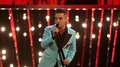 Robbie Williams will perform at the World Cup opening ceremony.