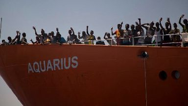 Migrants transferred to Italian ships to be taken to Spain
