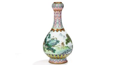 The vase was sold after a tense 25-minute bidding war.