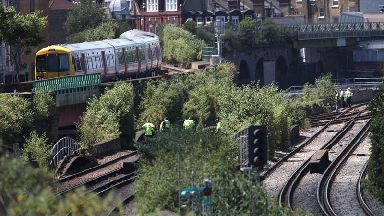 Art scene figures pay tributes to 'graffiti artists' killed by train