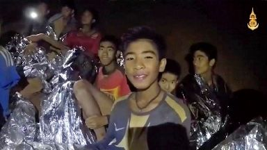 Boys trapped in Thai cave 'may be rescued in stages'