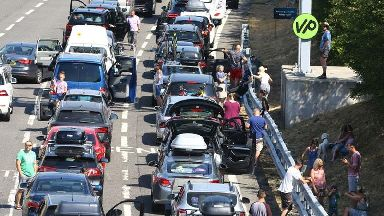 Eurotunnel cancels tickets after air-conditioning failure causes disruption