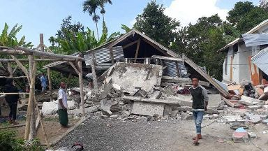 Death toll rises after earthquake hits Indonesian tourist island