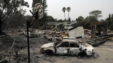 Thousands more flee deadly California wildfires