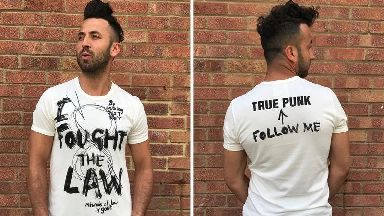 Vivienne Westwood designs T-shirt in support of Assange