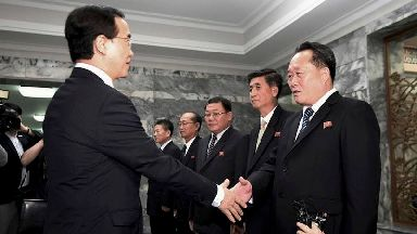 North and South Korea start talks aimed at setting up leaders' summit