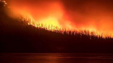 Firefighter killed battling California blaze