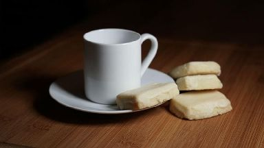Booze-flavoured biscuits with your afternoon tea