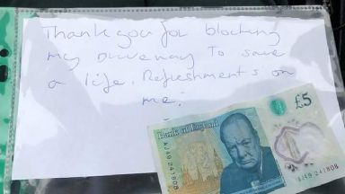 The handwritten note was left with £5.