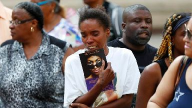 In Pictures: Mourners queue to see Aretha Franklin lying in state
