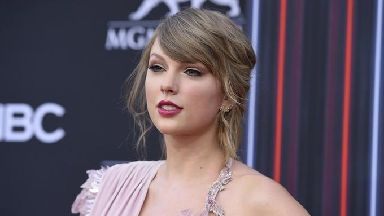 Taylor Swift has paid tribute to Aretha Franklin.