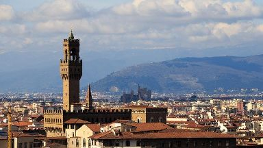 Florence bans eating on pavements or doorsteps at meal times