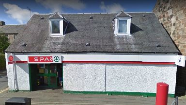 Spar: Woman threatened by man with gun. Tarbolton