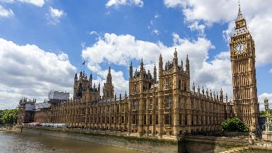 Westminster: Report calls for 'quasi-federal settlement'.